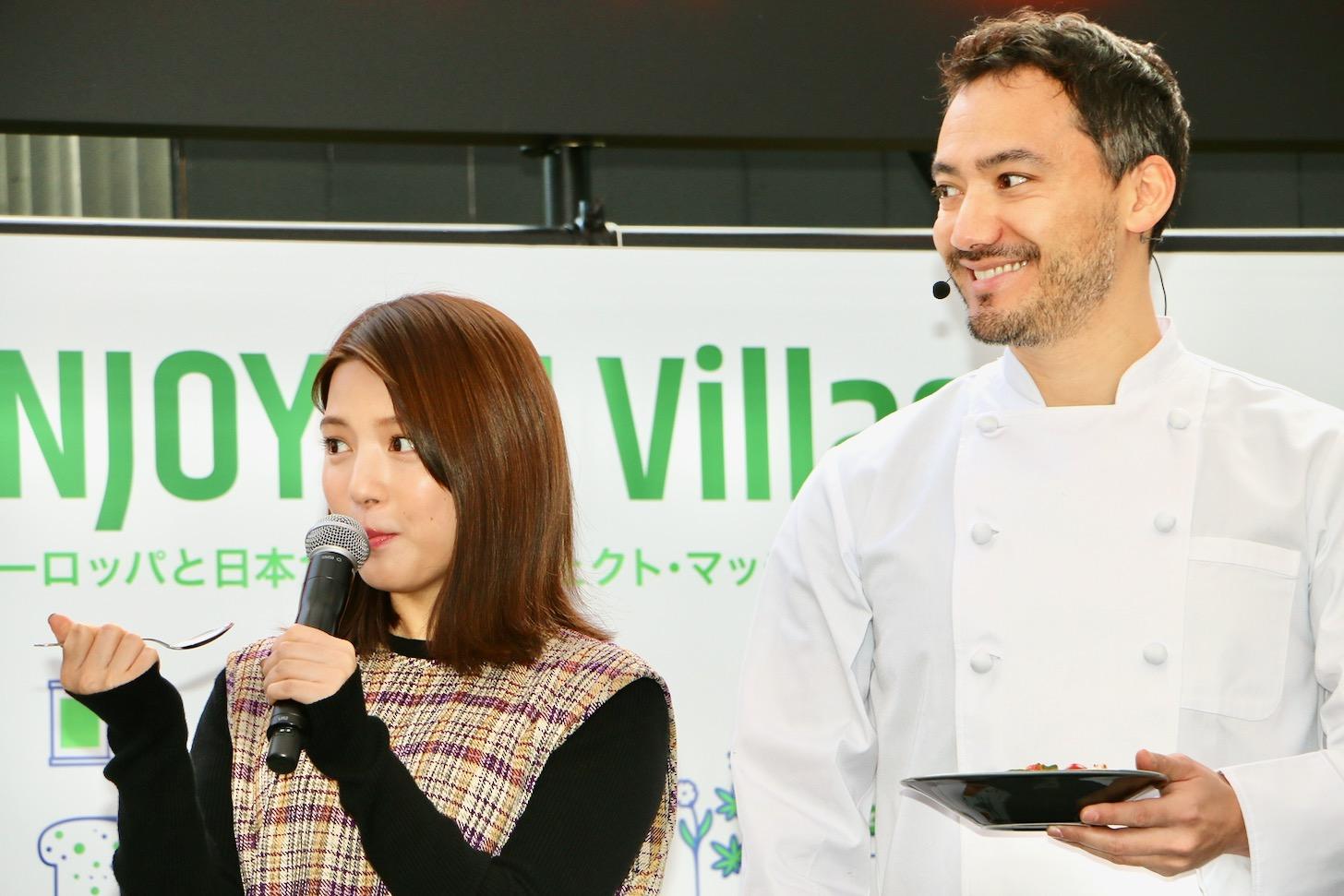 「豆腐のカプレーゼ」を食べた川島海荷さん