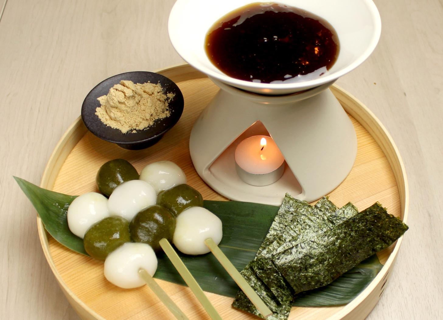 白玉団子と 茶団子の みたらし フォンデュ¥780(税抜)