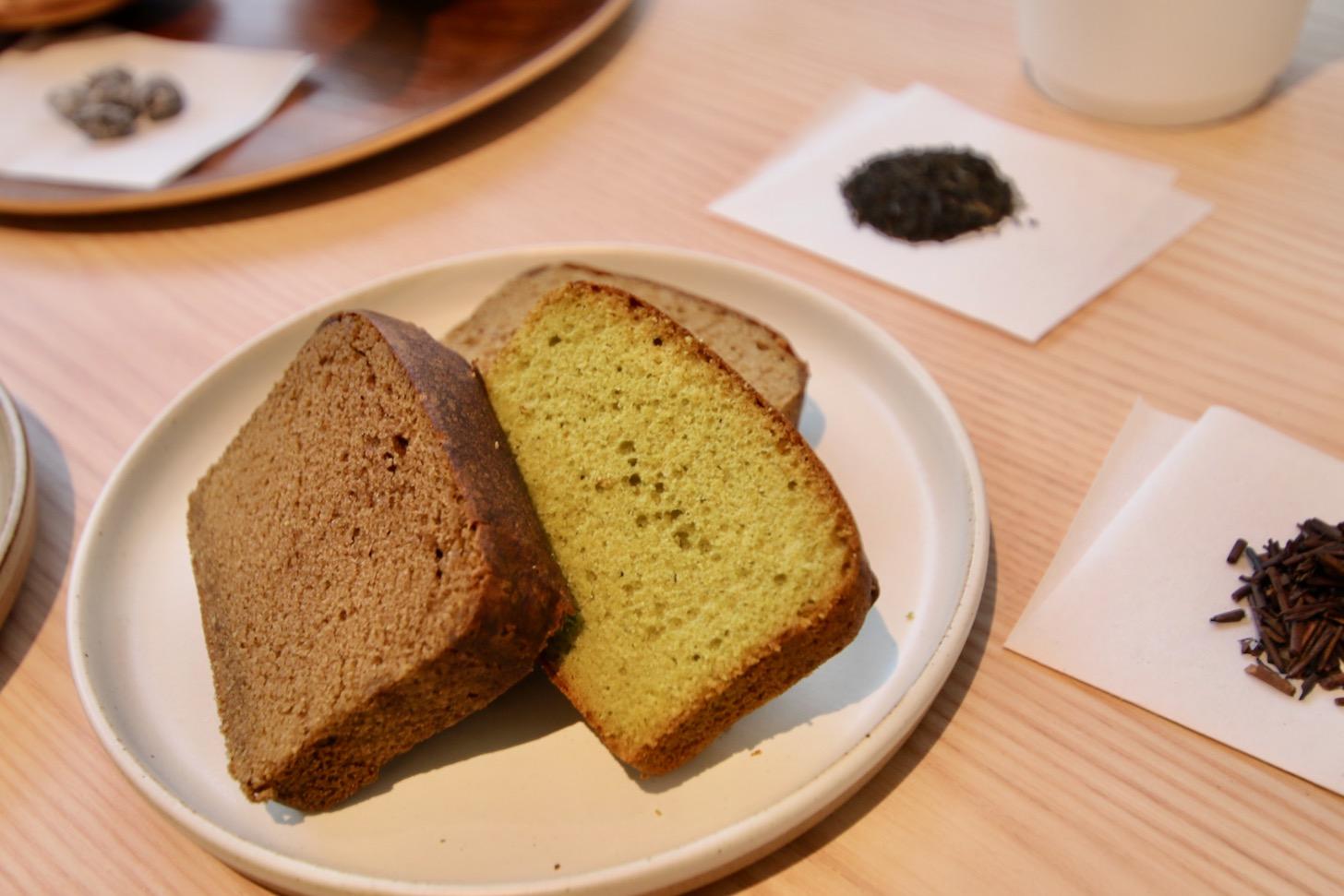 """甘さ控えめの""""酒茶ケーキ""""は3種類(抹茶と日本酒、ほうじ茶とワイン・ブランデー、紅茶と日本酒・焼酎)"""