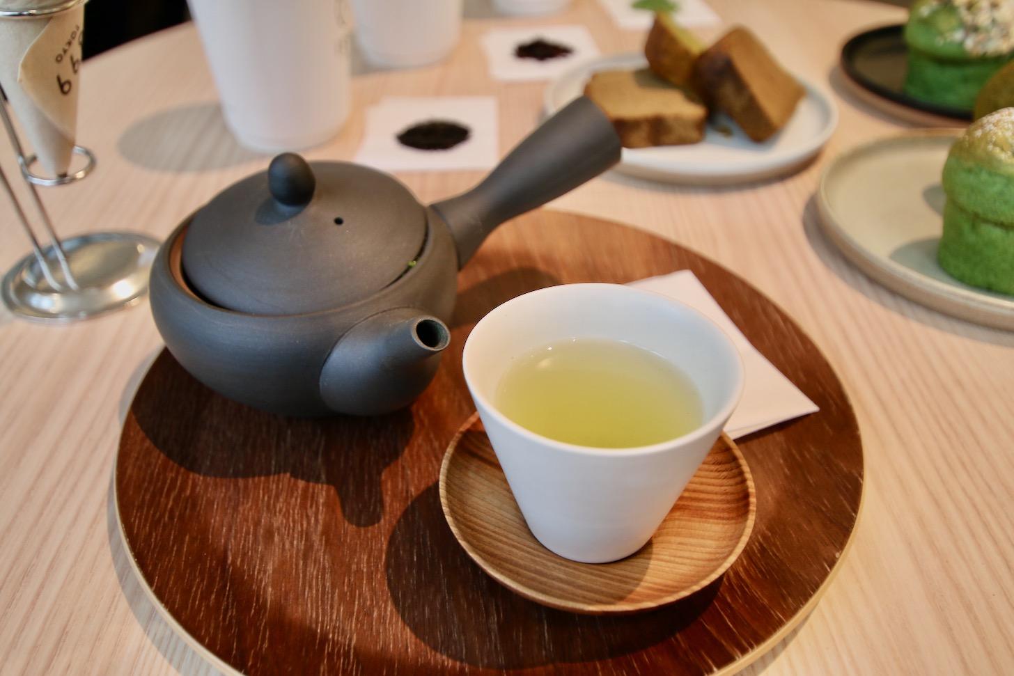急須で淹れる正統派の日本茶