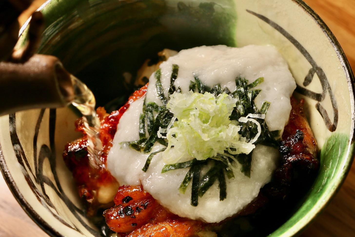 静岡県浜松市の老舗うなぎ店「中川屋」が西麻布に出店!今回は名物の「うなぎとろろ茶漬け」を取材してきました。