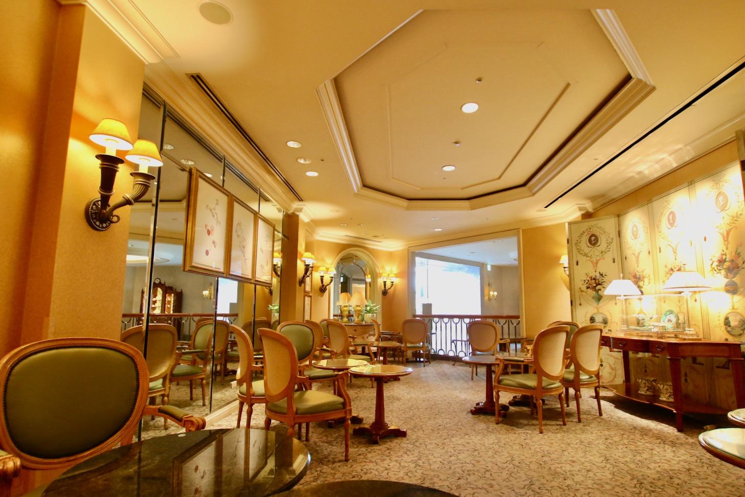 横浜ロイヤルパークホテル ケーキショップ「コフレ」ラウンジ