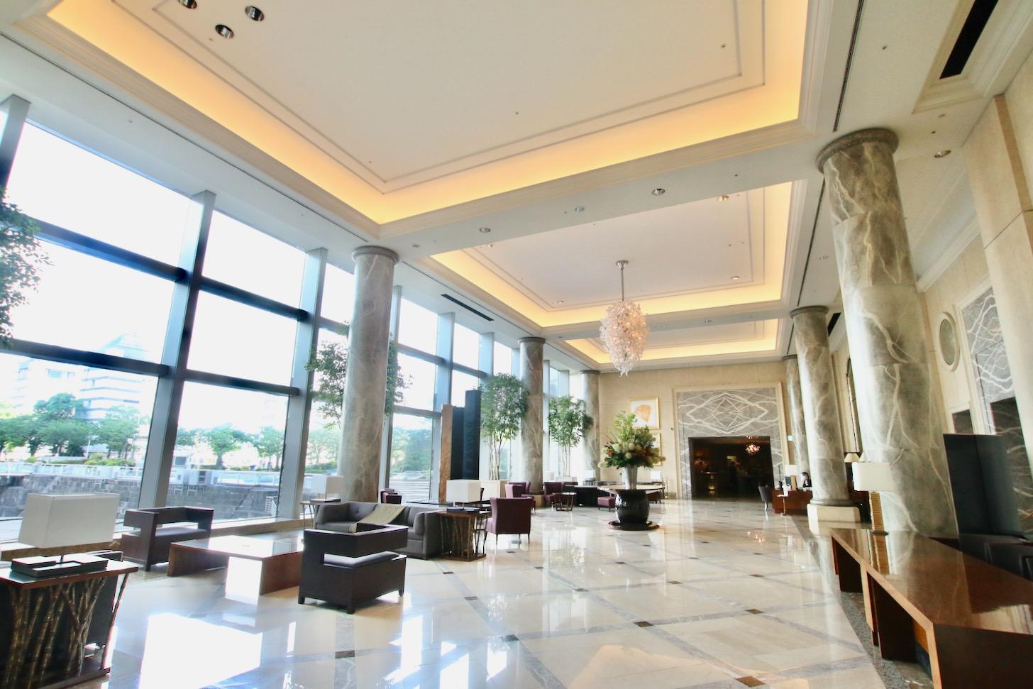 横浜ロイヤルパークホテル 開放感のあるロビー