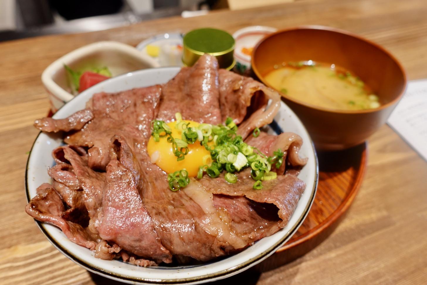 「厳選和牛の炙り牛丼」(1,400円税込)