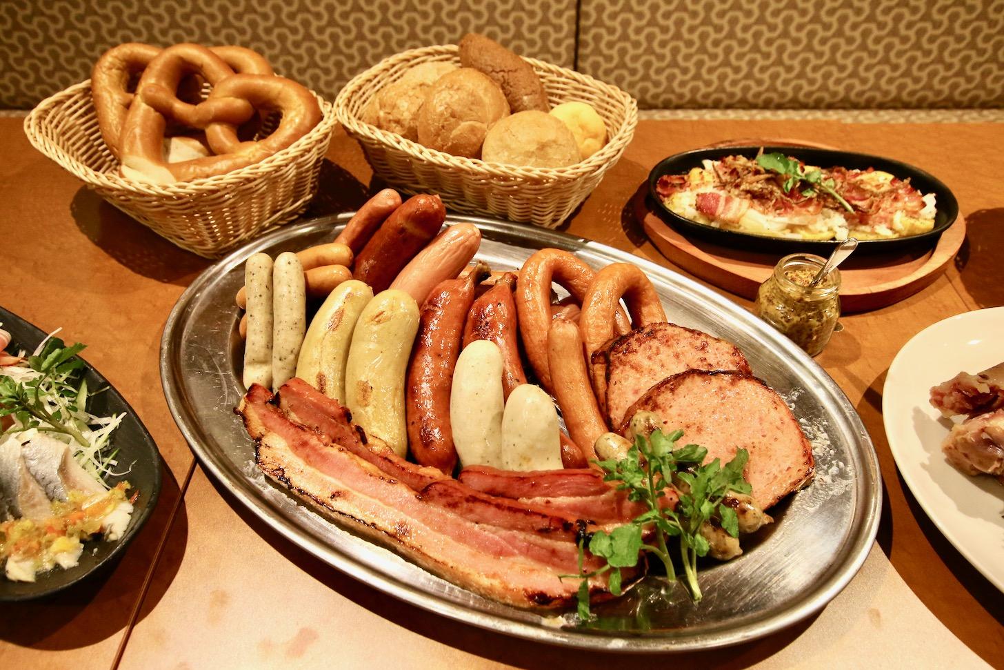 本場ドイツのソーセージをはじめ、本格ドイツの郷土料理や、ドイツパンも販売